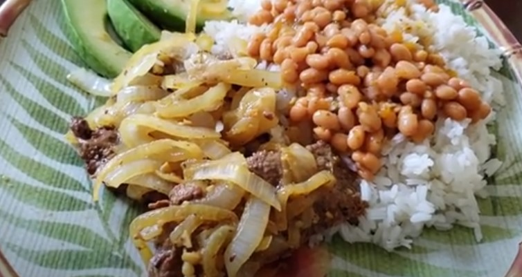 bistec encebollado puertorriqueño receta