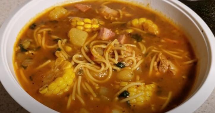 sopa de pollo puertorriqueña
